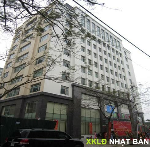 Toàn cảnh tòa nhà nhìn từ bên ngoài, công ty Hoàng Hưng ở tầng 2